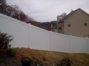 Top-Rated Aluminum Fences in Oakwood GA - The Fence Store - Vinyl_on_hill